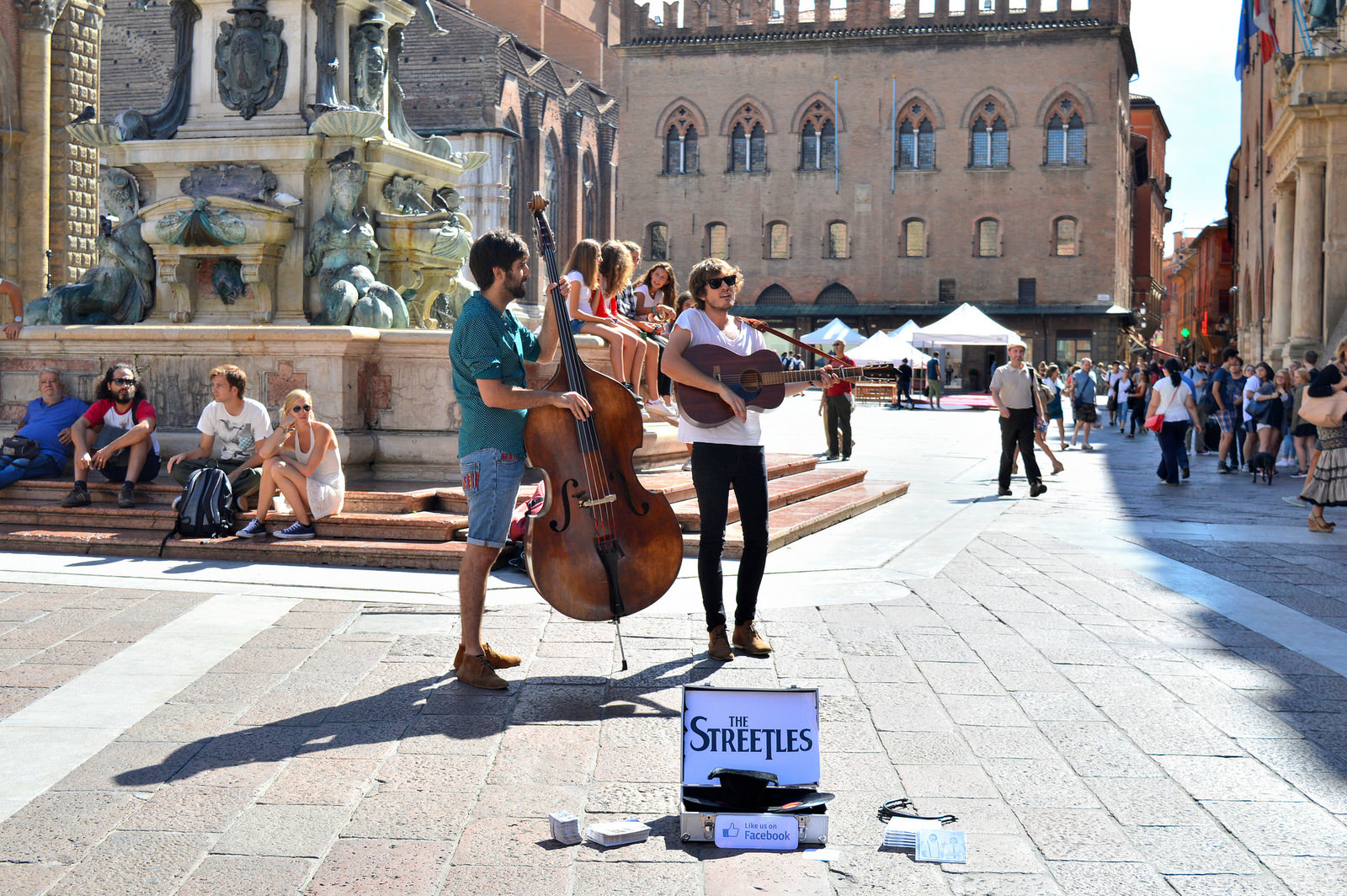 Street performance in Bologna.