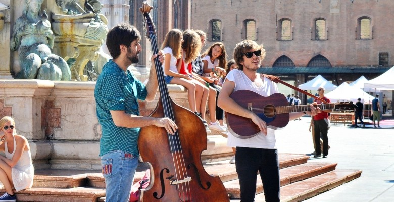 The best things to do in Bologna: Musicians at Piazza Maggiore, Bologna.