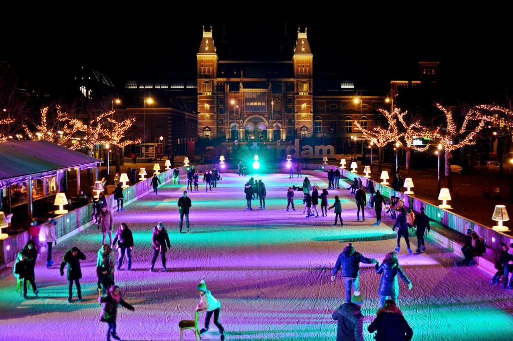 Ice scating in Amsterdam at Museumplein