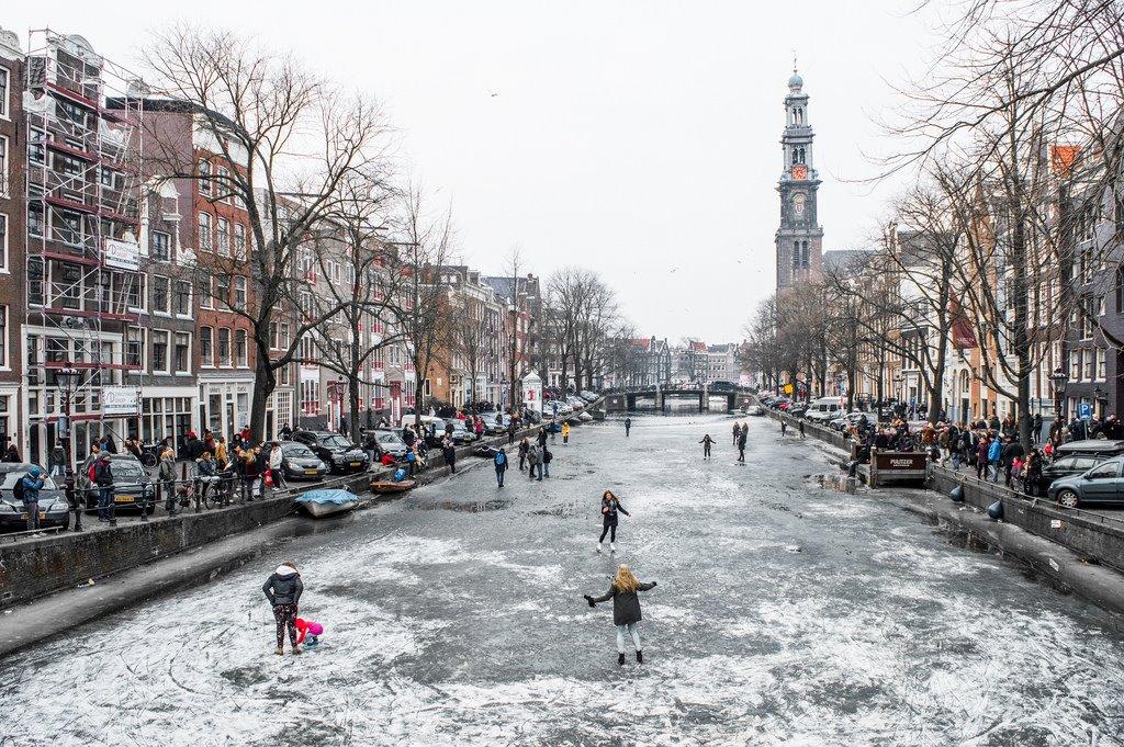 Ice skating on Prinsengracht
