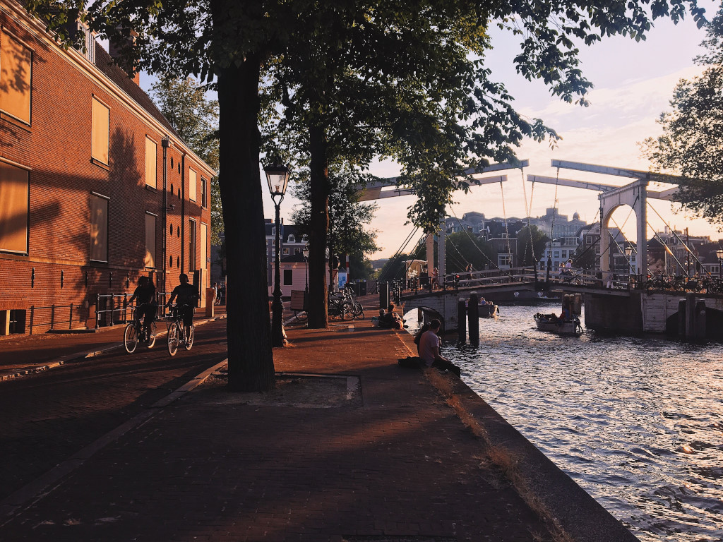Cycling, relaxing, and watching the sunset at the Nieuwe Herengracht