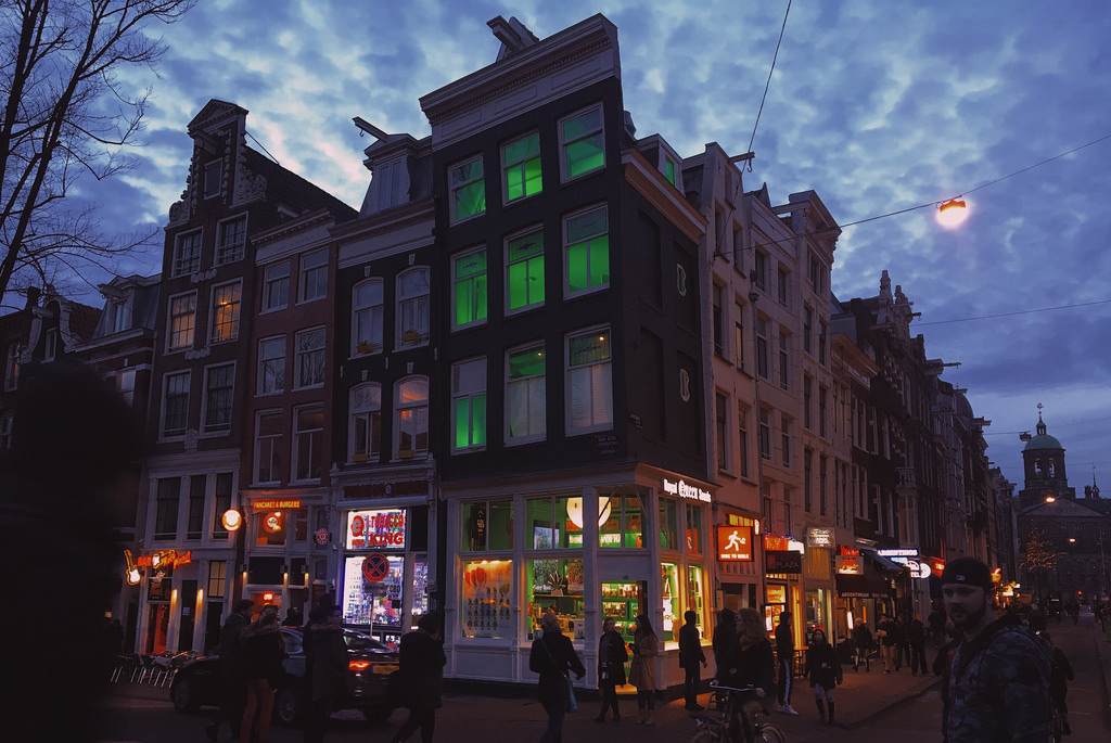 Amsterdam by night: 10 photos of the city under the stars