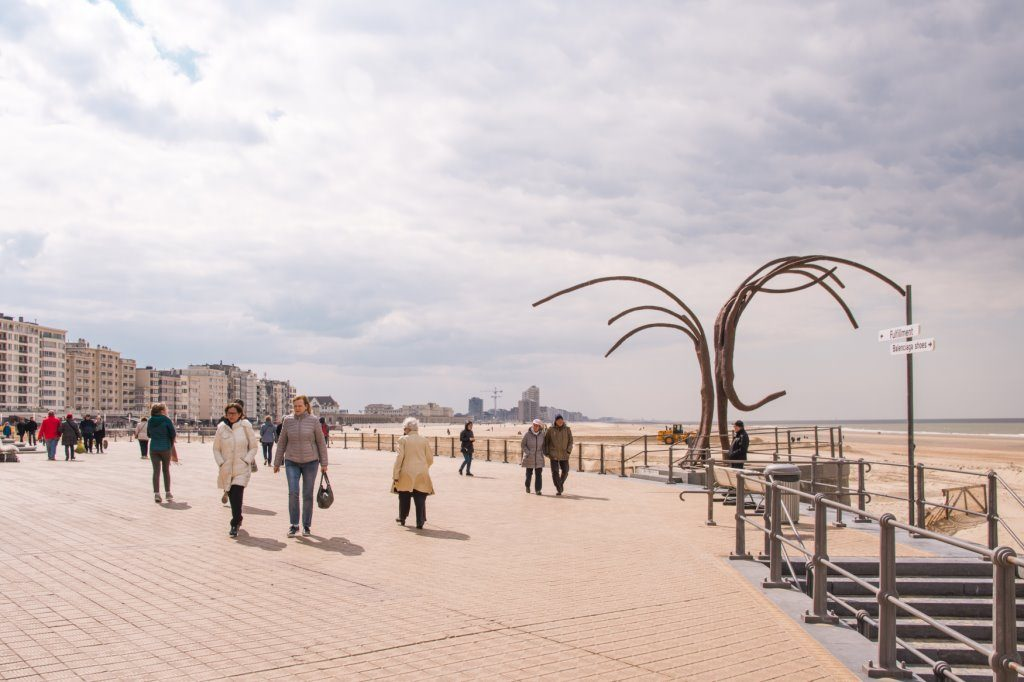 You have excellent views of the beach and sea fromt the boulevard in Ostend