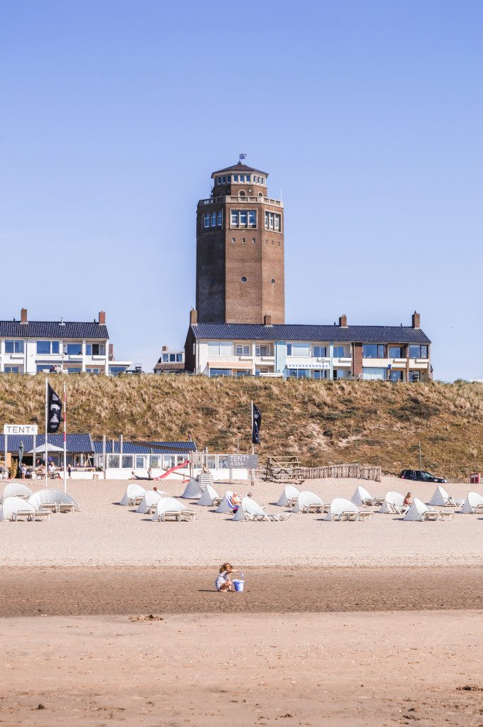 What you will see on your daytrip from Amsterdam to the beach: the lighthouse at Zandvoort Beach
