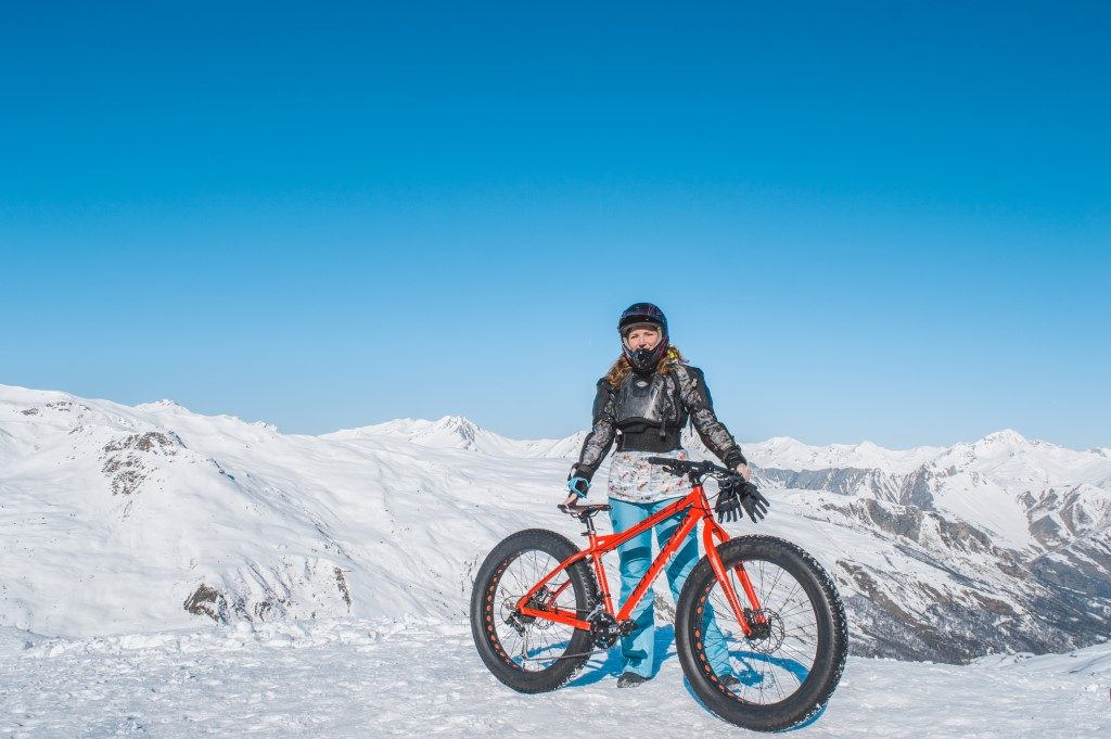 Fatbiking in Les Menuires requires full body protection